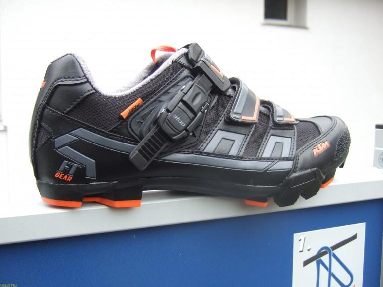 Lépésről lépésre a cipők világában - Nagy tavaszi cipőkörkép 6ea7bf283c