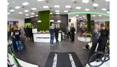 2cca7ac1642e 2018. április 14-én a nagyközönség előtt is megnyitja kapuit az első hazai  Merida Concept Store és E-bike teszt center Budapesten, mely hétköznap  11-18, ...